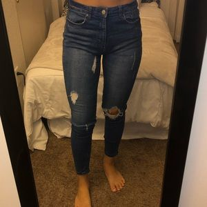 HIGH WAISTED SKINNY JEANS WITH RIPS SIZE 28